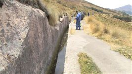Акведук Комбемайо (фото - http://hiddenincatours.com/photo-sets/ancient-and-odd-cumbemayo-aqueduct-of-cajamarca-peru/ by Hidden Inca Tours)