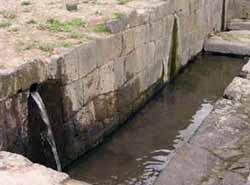 Бани Инков в Кахамарке (фото - http://en.inkandinaperu.com.pe/images/departamentos/info_cajamarca.htm )