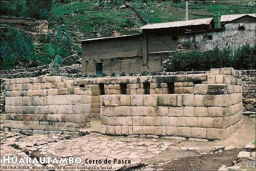 Квадратное здание, выполненное в полигональной кладке (фото - http://limanorte.wordpress.com/2011/06/19/solicitan-al-gobierno-peruano-instaurar-fiesta-de-inti-raymi-en-pasco/ posted on June 19, 2011 by www.LimaNorte.com)