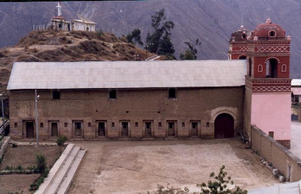 Внешний вид на церковь (фото - http://www.deperu.com/cultural/sitios-arqueologicos/complejo-arqueologico-de-huaytara-2720 )
