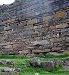 Гранитные блоки небольших размеров. (фото - http://cekpema.net/chavin.php)