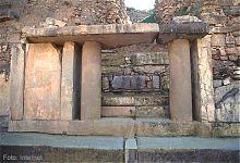 Гранитные плиты крупных размеров. (фото - http://www.arqueologiadelperu.com.ar/ )