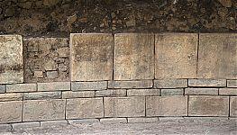 Рис.7-12. Каменные блоки и плиты с нанесением сложных рисунков. (фото - http://vicuna.ru/index.php/piedras/chavin-de-huantar/portada-de-las-falconidas/ )Рис.7-12. Каменные блоки и плиты с нанесением сложных рисунков. (фото - http://vicuna.ru/index.php/piedras/chavin-de-huantar/portada-de-las-falconidas/ )