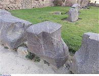 Составные блоки полигональной кладки оказавшиеся у подножия террас. (фото - http://laiforum.ru/viewtopic.php?f=51&t=86 автор - prosvet222)