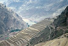 Вид на долину и одну из террас Писака, со стороны участка Кинчиракай (Kinchiracay). (фото - http://commons.wikimedia.org/wiki/File:Pisac_Terassen_medium.jpg?uselang=ru by de:Benutzer:Torox)