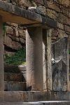 Черно-белый портал, виды под левым и правым углами. (фото - http://vicuna.ru/index.php/piedras/chavin-de-huantar/portada-de-las-falconidas/ )