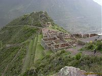 Храм Солнца (Интиуатана) вид со смотровой площадки. (фото - http://commons.wikimedia.org/wiki/File:Pisaq_07.JPG by www.janto.com.ar)