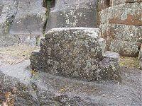 Интиуатана ( Intihuatana)в церемониальном секторе. (фото - http://commons.wikimedia.org/wiki/File:5_Sun_Temple_at_Pisac.JPG by Brattarb)