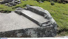 Треснувший камень, вид сверху (фото - http://forum.lah.ru/forum/72-5223-1#174841 автор - prosvet222)