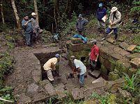 Рис.5-6 «Баня инков» (фото, слева - http://piuraenlambayeque.blogspot.ru/2012/08/ayabaca-un-viaje-placentero-recorriendo.html; справа - http://www.arqueologiadelperu.com/?attachment_id=4299  by Jaime Briceno)