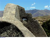Камень с окошком. (фото - http://forum.lah.ru/forum/72-2534-1 )
