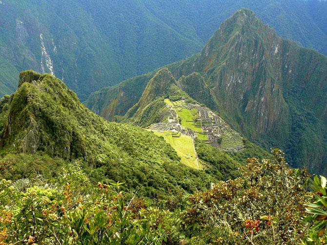 Рис.2.2 Вид на Мачу Пикчу с вершины горы Мачу Пикчу (фото - http://botinok.co.il/node/71973, автор -  Ёлка)