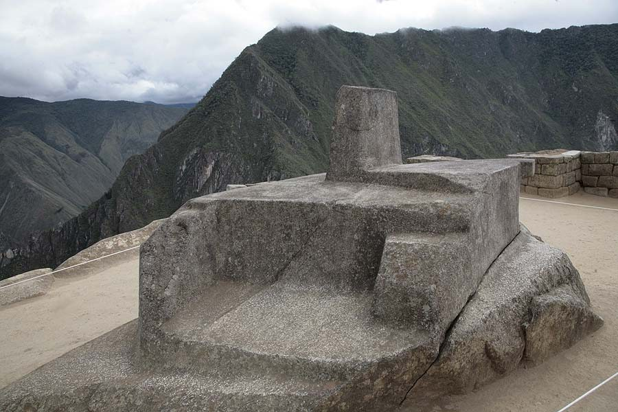 Рис.2.1.4 Интиуатана. (фото - http://lah.ru/expedition/peru2007-2/10machu.htm, автор – Лаборатория Альтернативной истории)