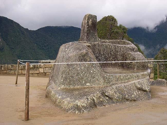 Рис.2.1.5 Интиуатана. (фото http://lah.ru/expedition/peru2004/mp.htm, автор – Лаборатория Альтернативной истории)