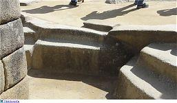 Рис.2.1.6-2.1.7 Площадка вокруг Интиуатаны. (фото http://laiforum.ru/viewtopic.php?f=51&t=144, автор –  prosvet222)