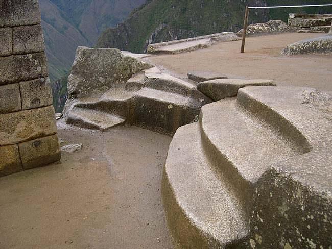 Рис.2.1.8 Площадка вокруг Интиуатаны. (фото http://lah.ru/expedition/peru2004/mp.htm, автор – Лаборатория Альтернативной истории)