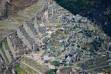 Рис.2.1.25 Вид на каменоломню с вершины горы Уайна Пикчу. (фото - http://dusiapapa.livejournal.com/127526.html, автор - dusiapapa)
