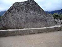 Рис.2.2.2 Священная скала. (фото - http://lah.ru/expedition/peru2007-2/10machu.htm, автор – Лаборатория Альтернативной истории)