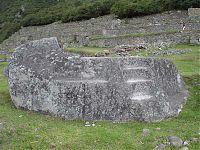 Рис.2.2.4 Погребальная скала (камень). (фото - http://lah.ru/expedition/peru2007-2/10machu.htm, автор – Лаборатория Альтернативной истории)