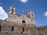 Церковь Сан-Хуан-Баутиста. (фото - http://es.wikipedia.org/wiki/Archivo:Willkawaman_cathedral.jpg by Guillermo Arévalo Aucahuasi)
