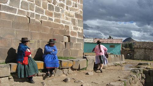 Церковь Сан-Хуан-Баутиста, полигональное основание (фото - http://unanauperou.blogspot.ru/2009/08/vilcashuaman-ruptures-et-continuites.html )