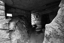 Строения в гроте Храма кондора (фото - http://www.flickr.com/photos/henriquedecampos/5405135403/ автор - Henrique de Campos)