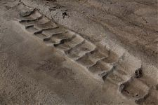 Рис.7-8 скальная обработка в Торонтой и Египте (фото слева  - http://into-the-void.com/2011/07/08/mythical-magical/ автор - intothevoid; справа - http://laiforum.ru/viewtopic.php?f=65&t=277 автор – Лаборатория альтернативной истории).