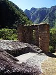 Рис.5 Священный камень в Чачабамбе (http://benvenidoaperu.canalblog.com/albums/j11___le_chemin_de_l_inca/photos/31916154-chemin_de_l_inca___chachabamba.html автор -  Permalien)