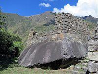 Рис.6 Священный камень в Чачабамбе вид сзади  (http://www.flickr.com/photos/moteviolence/9188506246/ автор -  Brittany)