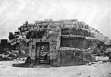 Пирамида Ушну (старый черно-белый снимок). (фото - http://www.arqueologiadelperu.com.ar/vilcas.htm )