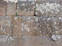 Прямоугольные блоки. ( фото слева - http://www.viajeros.com/fotos/ayacucho-2010/925720, by PabloyPilar; справа - AgainErick - Wikimedia Commons)Прямоугольные блоки. ( фото слева - http://www.viajeros.com/fotos/ayacucho-2010/925720, by PabloyPilar; справа - AgainErick - Wikimedia Commons)