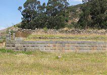 Стены выстроенные вплотную к холмам и возвышенностям. ( фото AgainErick - Wikimedia Commons)
